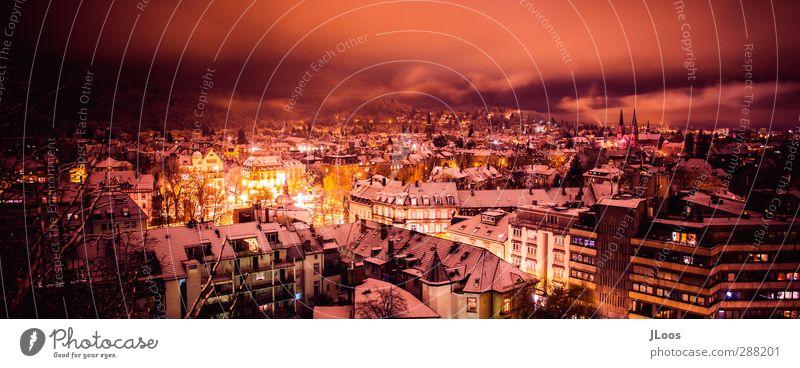 Kleinstadt im Winter-Freiburg Freiburg im Breisgau Stadt Altstadt Skyline Sehenswürdigkeit ästhetisch außergewöhnlich bedrohlich dunkel einzigartig verrückt