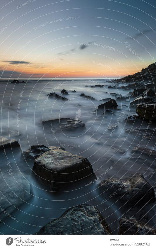 Sonnenuntergangs-Stimmung mit Felsen an Küste Langzeitbelichtung seascape Natur blau orange maritim Schönes Wetter Himmel Meer Wasser Landschaft Außenaufnahme