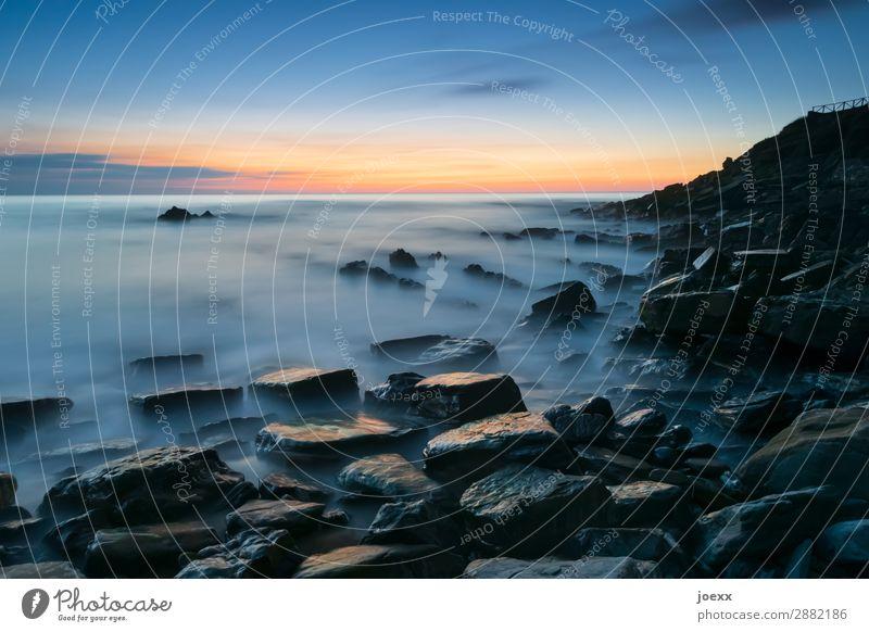Da draußen Himmel Natur Sommer blau Meer ruhig schwarz Küste orange braun Felsen Horizont Schönes Wetter groß maritim