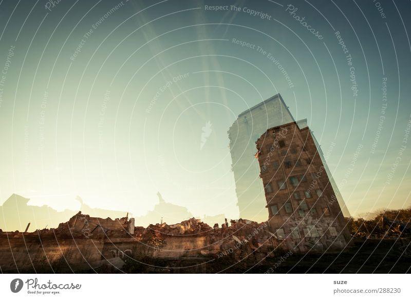 *2.200* Zufall Himmel Stadt Haus Umwelt Fenster Architektur Gebäude Stein außergewöhnlich Fassade stehen kaputt Vergänglichkeit bedrohlich Baustelle fantastisch