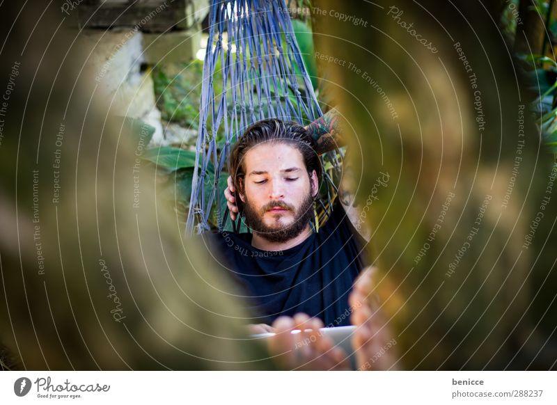 im Zentrum Erholung ruhig lesen Garten Arbeit & Erwerbstätigkeit Telekommunikation Computer Notebook Internet Mensch Junger Mann Jugendliche Erwachsene Bart