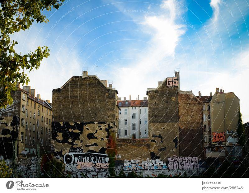Postkarte Prenzlauer Berg Himmel Stadt alt Sommer Baum ruhig Wolken Haus Graffiti Architektur Gebäude Stein Stimmung Fassade Idylle frei