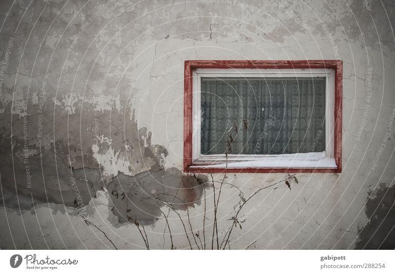2. adventsfenster statt türchen alt Einsamkeit Haus Fenster Wand Tod Wege & Pfade Architektur Mauer Gebäude Zeit braun Fassade authentisch Häusliches Leben