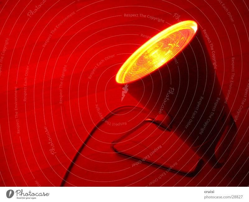 Rotlicht rot Lampe Elektrizität Häusliches Leben heiß Ampel Glühbirne