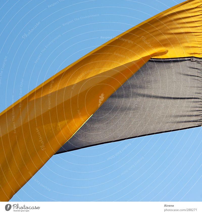 Oben bleiben Feste & Feiern Sportveranstaltung Fahne Stoff Stoffbahnen Zeichen Streifen frei oben positiv blau gelb schwarz Stimmung Begeisterung Optimismus