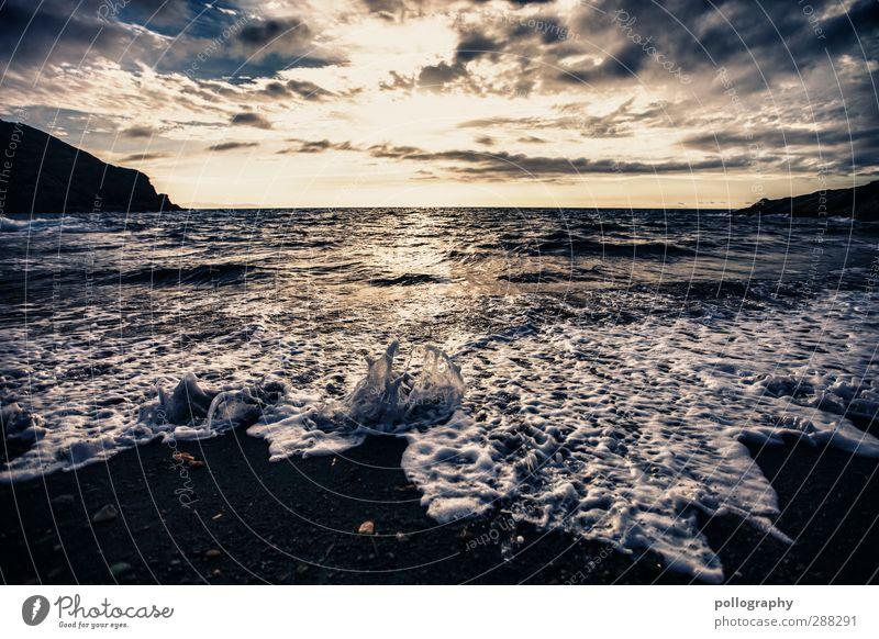das Meer ist selten ruhig (2) Himmel Natur Ferien & Urlaub & Reisen Wasser Sommer Sonne Strand Wolken Landschaft Ferne Gefühle Freiheit Küste Wellen Wind
