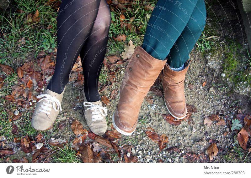 these boots... Mensch Kind Jugendliche Blatt Umwelt feminin Beine Fuß Freundschaft Schuhe sitzen Freizeit & Hobby wandern warten paarweise ästhetisch