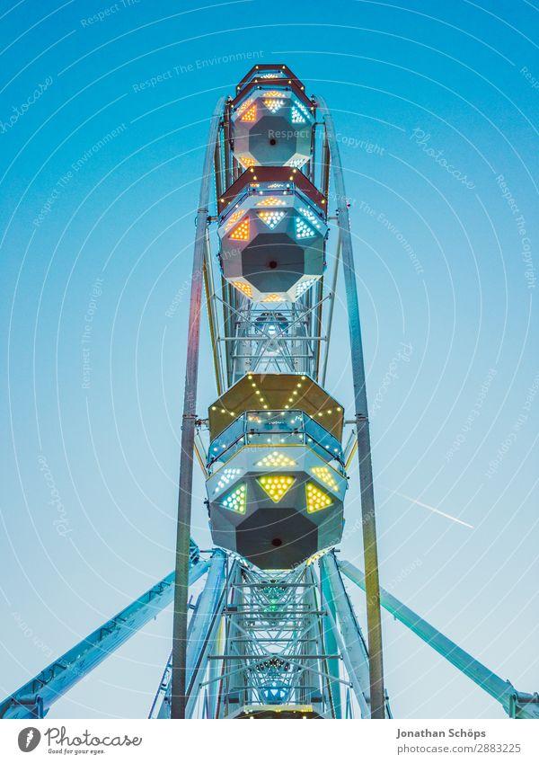 Riesenrad auf dem Rummel Schönes Wetter ästhetisch außergewöhnlich Freude Lebensfreude Begeisterung Tapferkeit mehrfarbig Jahrmarkt Freiheit Freizeit & Hobby