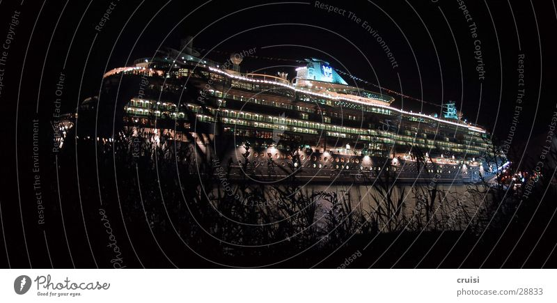 Papenburg Wasserfahrzeug Luxusliner Kreuzfahrtschiff Nacht Dampfschiff Ferien & Urlaub & Reisen Schifffahrt Parkdeck Ozeanriese Weltreise