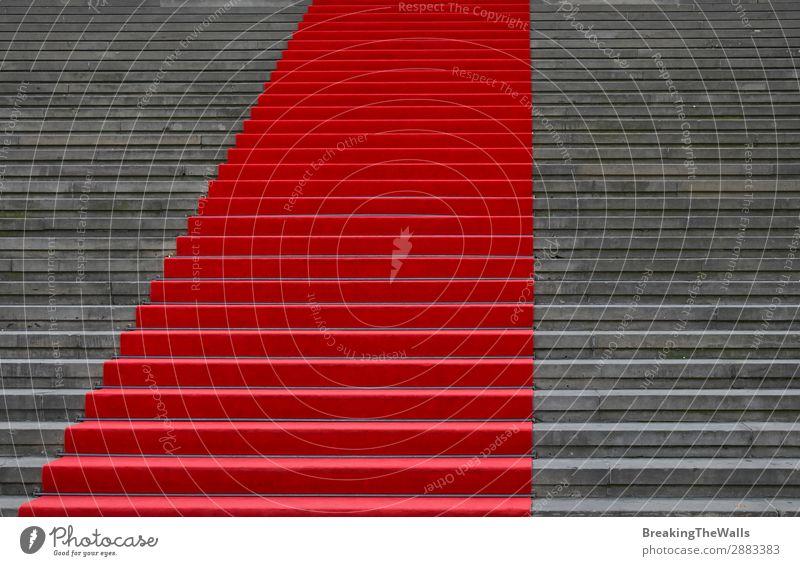 Roter Teppich über Betontreppe Perspektive Stil Design Feste & Feiern Stadt Stadtzentrum Bauwerk Gebäude Architektur Treppe Stein grau rot Konkurrenz Tradition