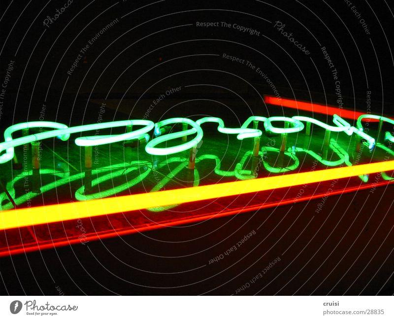Charles Licht Werbung Leuchtreklame grün gelb rot schwarz Leuchtstoffröhre Nacht mehrfarbig obskur Gas charles Lampe