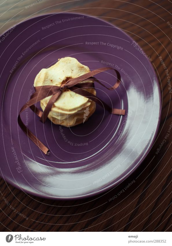 Dörrfrüchte Frucht Apfel Trockenfrüchte Ernährung Bioprodukte Vegetarische Ernährung Teller Gesundheit lecker Schleife Farbfoto Innenaufnahme Nahaufnahme