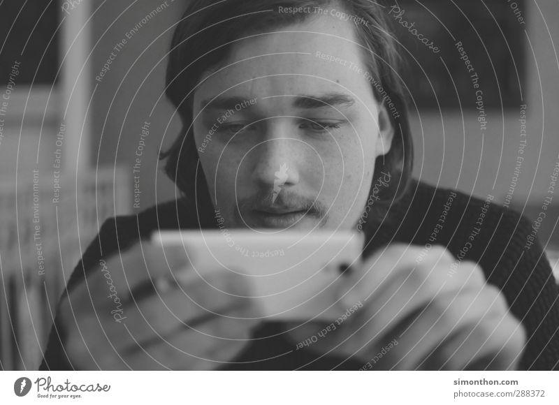 Handysüchtig Mensch Jugendliche Einsamkeit 18-30 Jahre Erwachsene sprechen Stimmung maskulin Freizeit & Hobby modern Kreativität Kommunizieren Studium Pause Neugier Netzwerk