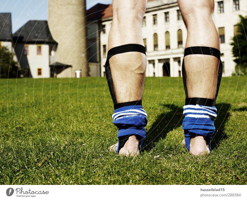 Fußballshow Club Disco Sport Sportmannschaft Brust Wasser Stadt Burg oder Schloss Hose festhalten Fitness nackt grün Fussball Beine Team Schienenbein Haut Rasen