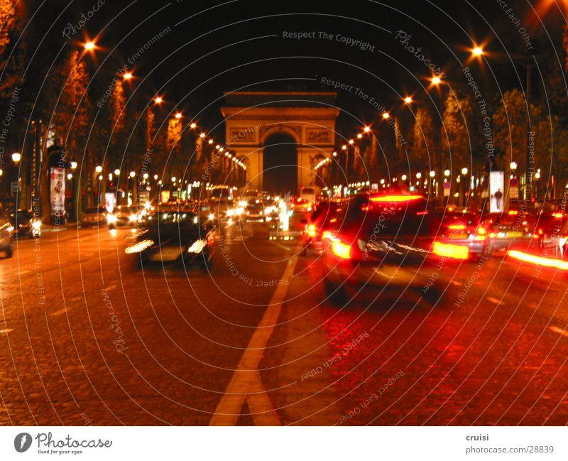 Champs Elysees Paris Frankreich Champs-Elysées Verkehr Nacht dunkel schwarz rot Verkehrsstau chaotisch Geschwindigkeit Europa Arc de Triomphe orange