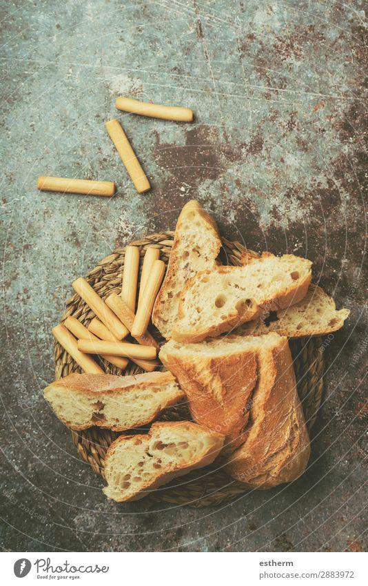 Geschnittener Brotlaib und verschiedene Brotsorten Lebensmittel Brötchen Ernährung Essen Frühstück Mittagessen Diät Lifestyle Gesunde Ernährung Tisch füttern