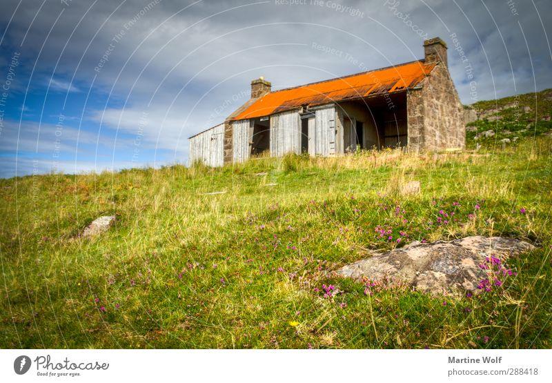 Lost in Red Point Beach Ferien & Urlaub & Reisen Ausflug Haus Natur Landschaft Gras Moos Wiese Hügel Großbritannien Schottland Europa Hütte Ruine Einsamkeit