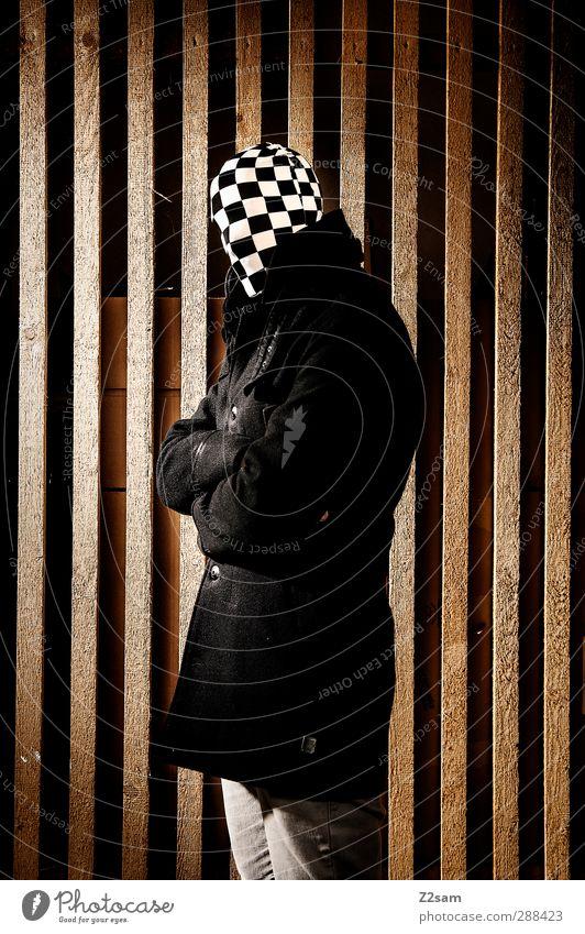 MR. KARO Jugendliche Erwachsene dunkel kalt Junger Mann Holz 18-30 Jahre Angst maskulin Kraft stehen bedrohlich einzigartig Maske gruselig Jacke