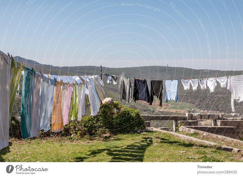 Großwäsche Garten Landschaft Mauer Wand Bekleidung Reinigen Sauberkeit Waschtag Wäsche waschen Textilien Kroatien grosswäsche Wäscheleine hygiene Gasse