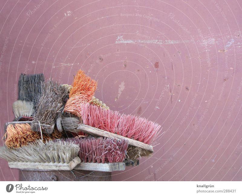 Borstenviecher alt Stadt rot Umwelt Wand Gefühle Holz grau Mauer orange Fassade dreckig Ordnung Vergänglichkeit Sauberkeit Kunststoff