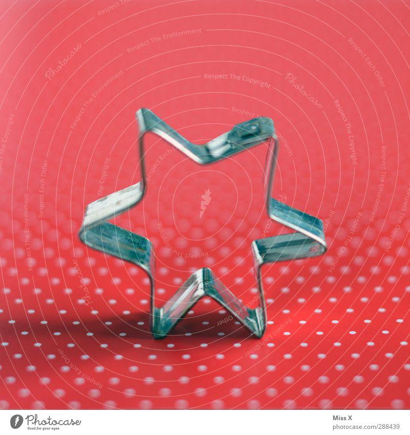 Punkt Punkt Stern Ernährung rot silber Backform Weihnachtsausstecher Stern (Symbol) Sternausstecher Plätzchen Weihnachtsgebäck Punktmuster Farbfoto Nahaufnahme