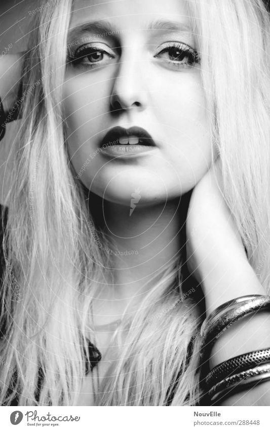 Dealing With Ignorance. Lippenstift Schminke Zähne Armreif Mensch feminin Junge Frau Jugendliche 1 18-30 Jahre Erwachsene Mode Accessoire Schmuck blond Gefühle