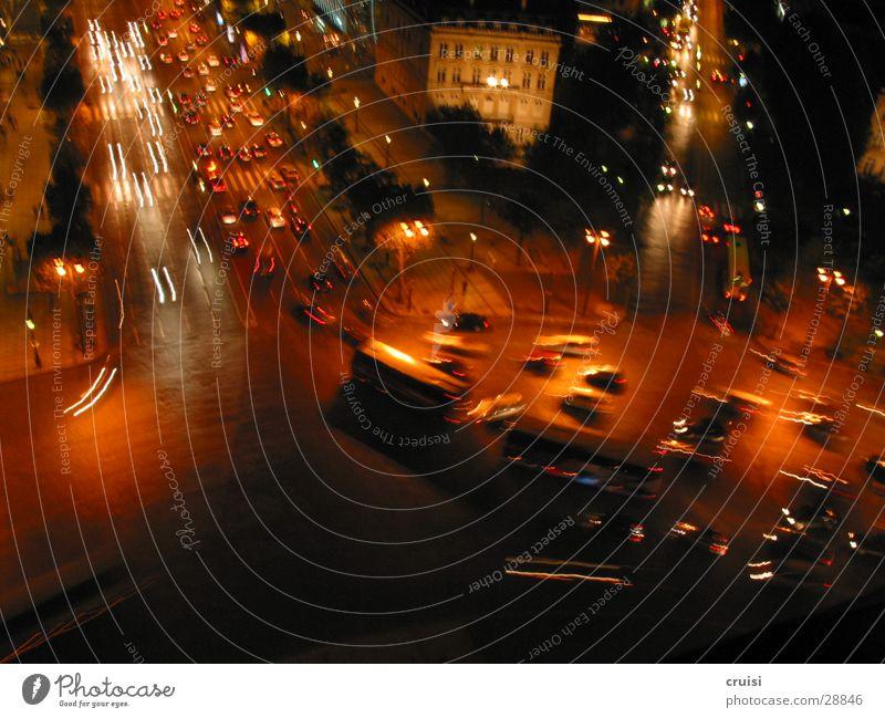 Paris von oben Verkehr Verkehrsstau Nacht Kreisverkehr Unschärfe fahren chaotisch PKW Bus Arc de Triomphe