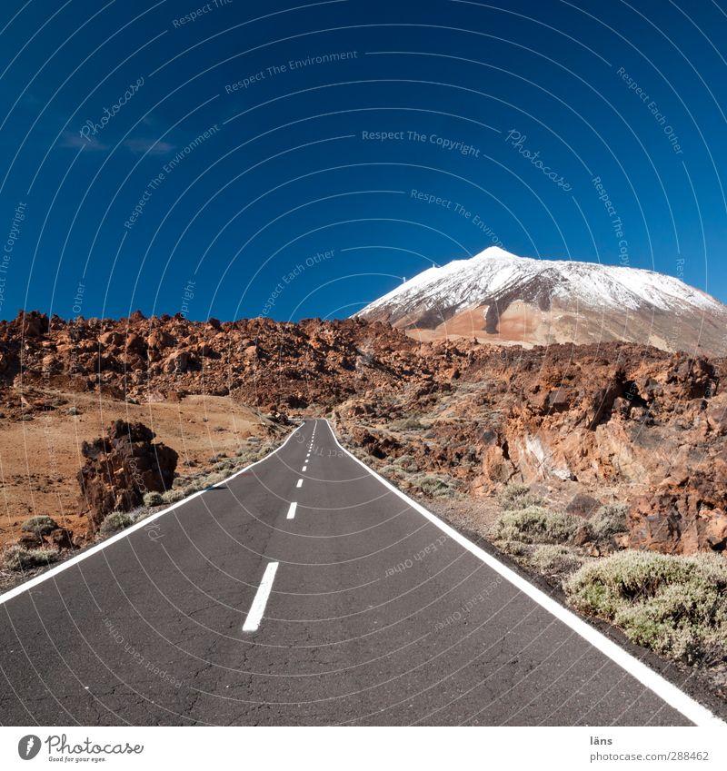 der Berg ruft Landschaft Umwelt Berge u. Gebirge Sand Erde Sträucher Beginn Urelemente Gipfel Wolkenloser Himmel Straßenbelag gerade Vulkan Wildpflanze Richtung