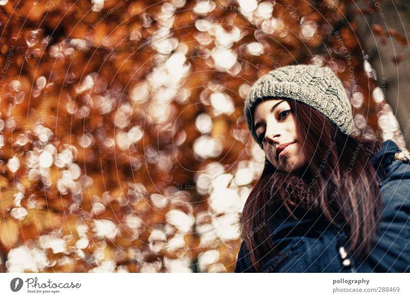 Es herbstet sehr (2) Mensch feminin Junge Frau Jugendliche Erwachsene Leben 1 18-30 Jahre Natur Landschaft Pflanze Herbst Schönes Wetter Baum Jacke Mütze