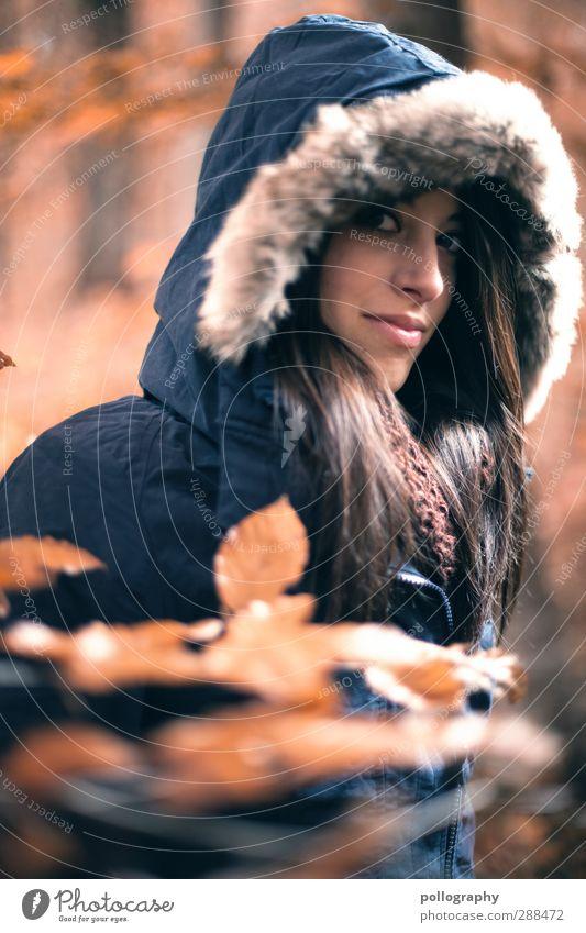 Es herbstet sehr (3) Mensch feminin Junge Frau Jugendliche Erwachsene Leben 1 18-30 Jahre Natur Landschaft Pflanze Schönes Wetter Baum Sträucher Blatt Wald