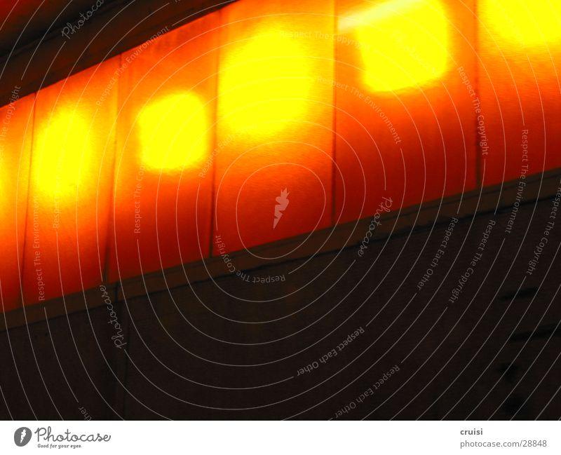 Lichterkette schwarz gelb Lampe orange Geschwindigkeit Tunnel obskur