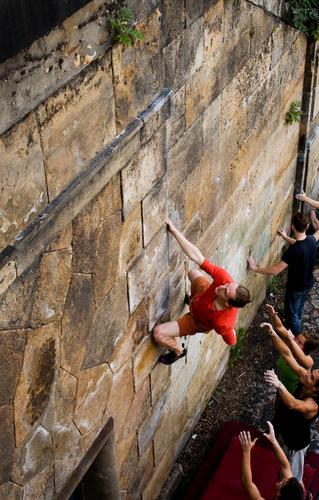 BOULDER Lifestyle elegant Stil Freude Freizeit & Hobby Sport Klettern Bergsteigen Mensch maskulin Junger Mann Jugendliche 4 18-30 Jahre Erwachsene hängen