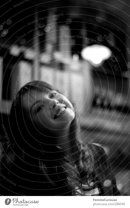 Simply her (IV). Mensch Frau Jugendliche schön Junge Frau Freude 18-30 Jahre Erwachsene natürlich feminin Lampe Zufriedenheit ästhetisch Erfolg Lächeln Pause