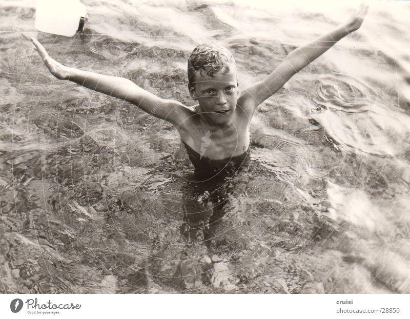 schön kannst du das :) Meer Kind nass Kroatien Murter kalt Ferien & Urlaub & Reisen Sommer Mann Wasser Schwarzweißfoto Adria klares Wasser