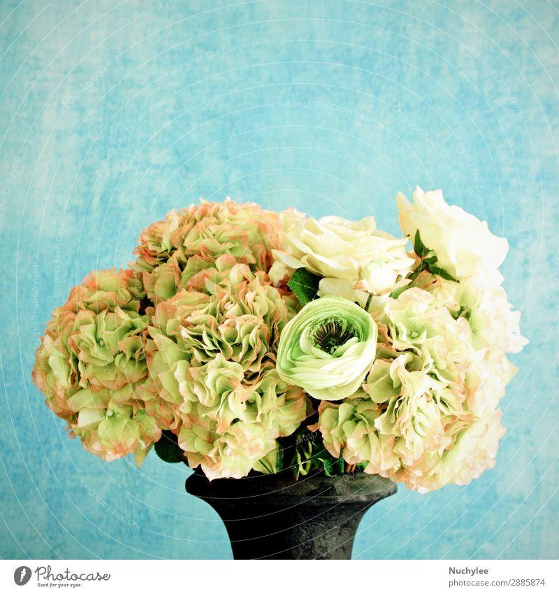 Rose in Vase zur Dekoration Design schön Sommer Dekoration & Verzierung Feste & Feiern Kunst Natur Pflanze Blume Blüte Blumenstrauß alt frisch natürlich retro
