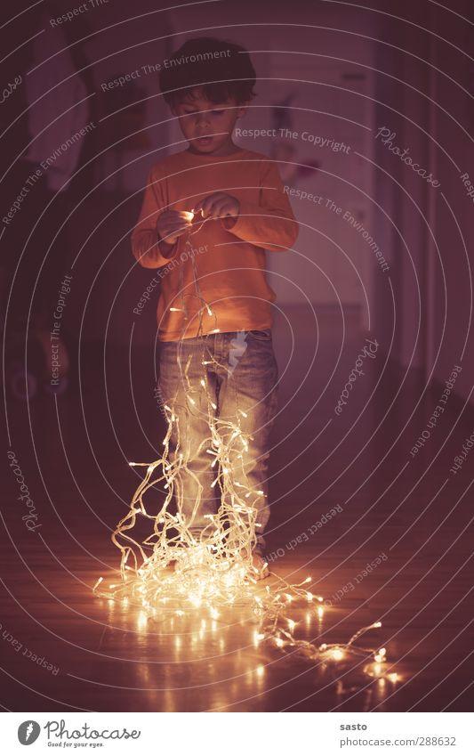 TÜV-geprüft Kind Junge Kindheit 1 Mensch 3-8 Jahre Dekoration & Verzierung Neugier Stimmung Vorfreude Leidenschaft Kitsch Weihnachten & Advent Lichterkette