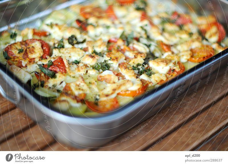 Auflauf schön rot braun natürlich Lebensmittel Zufriedenheit authentisch frisch stehen Ernährung Tisch genießen Gemüse Bioprodukte Abendessen Mittagessen