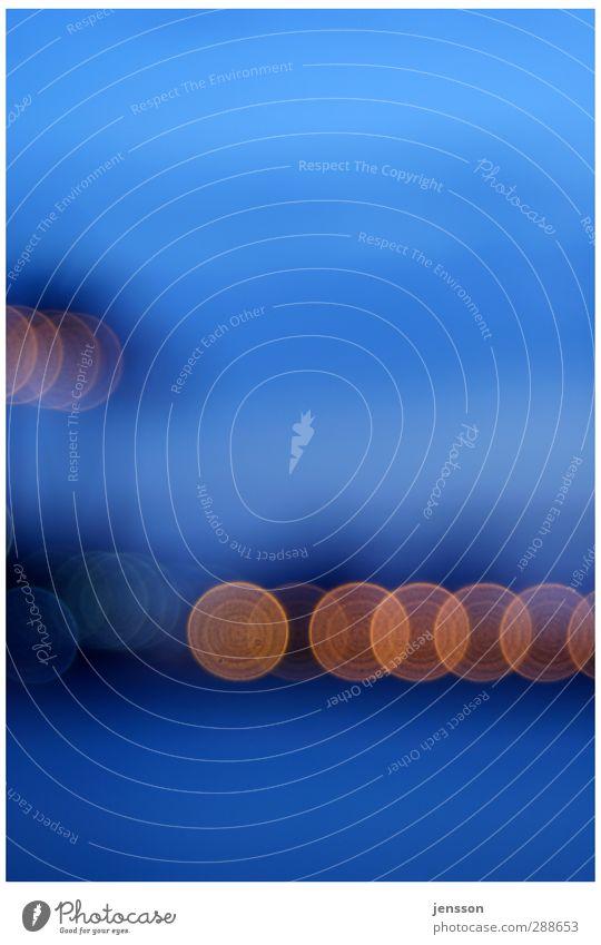 into the blue Hafen leuchten kalt Stadt blau orange Stimmung Gegenlicht Unschärfe Kreis rund unklar Farbfoto Außenaufnahme Experiment abstrakt Muster