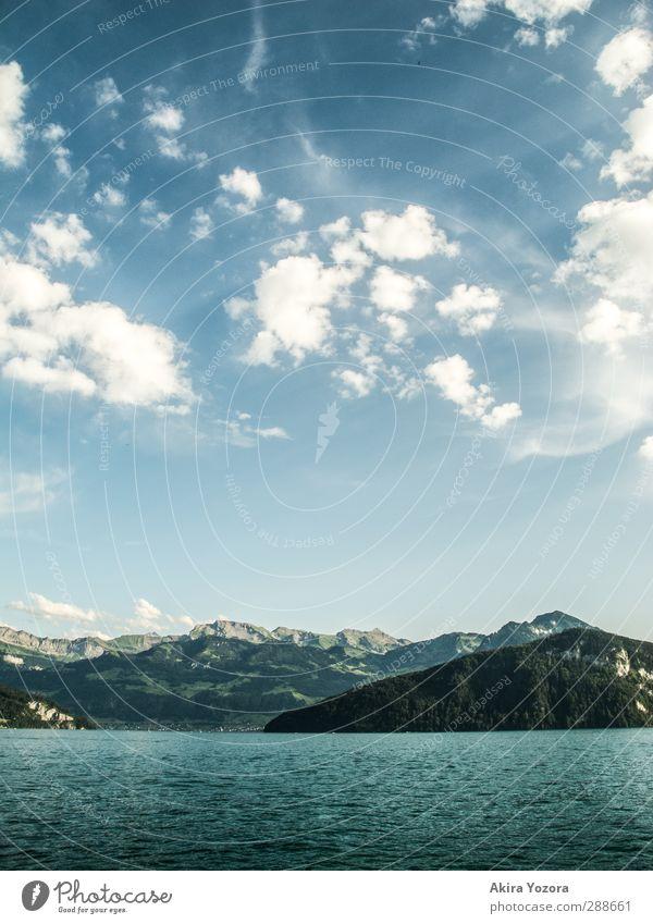 Wo sich Himmel, Berge und Wasser berühren. Natur blau Ferien & Urlaub & Reisen grün weiß Sommer Wolken Landschaft Erholung Berge u. Gebirge kalt See Luft