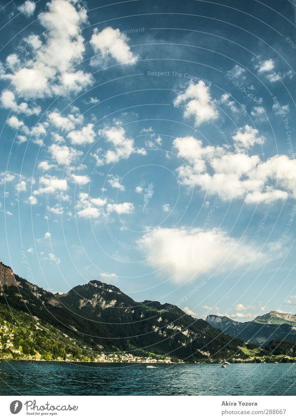Wo sich Himmel, Berge und Wasser berühren II Natur blau Ferien & Urlaub & Reisen grün weiß Sommer Wolken Landschaft Erholung Berge u. Gebirge kalt See Luft
