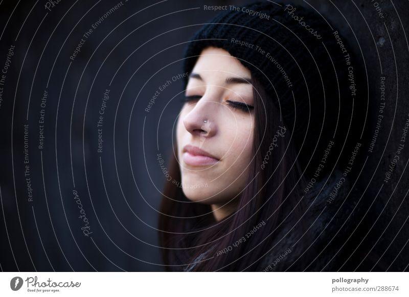enjoy (12) Mensch Frau Jugendliche schön Einsamkeit ruhig Erwachsene Junge Frau Leben feminin Gefühle Kopf 18-30 Jahre träumen Stimmung Zufriedenheit