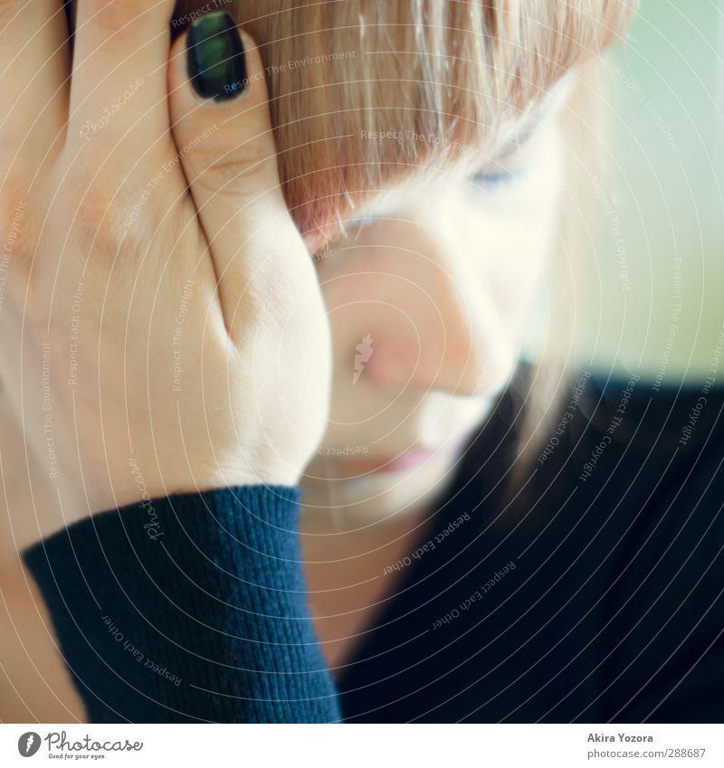 [150] Und all die tausend Dinge in meinem Kopf... Mensch Jugendliche blau grün Hand Einsamkeit schwarz Gesicht Erwachsene Junge Frau feminin Gefühle 18-30 Jahre träumen Stimmung orange