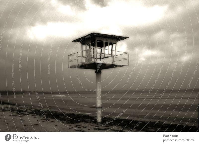 Rettungsturm, doch wer rettet ihn? Meer Einsamkeit Turm historisch Ostsee