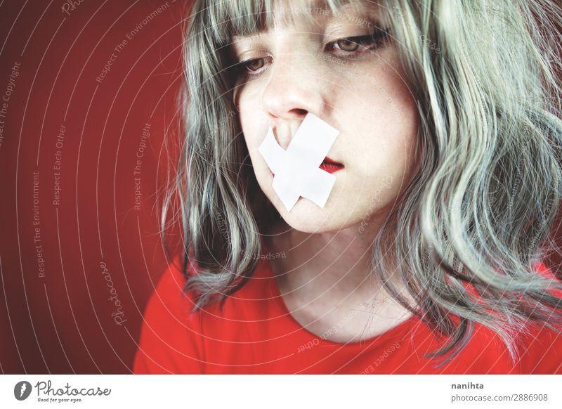 Frau Mensch Jugendliche Junge Frau rot Einsamkeit ruhig 18-30 Jahre Gesicht Erwachsene natürlich Traurigkeit feminin Stil Haare & Frisuren Angst