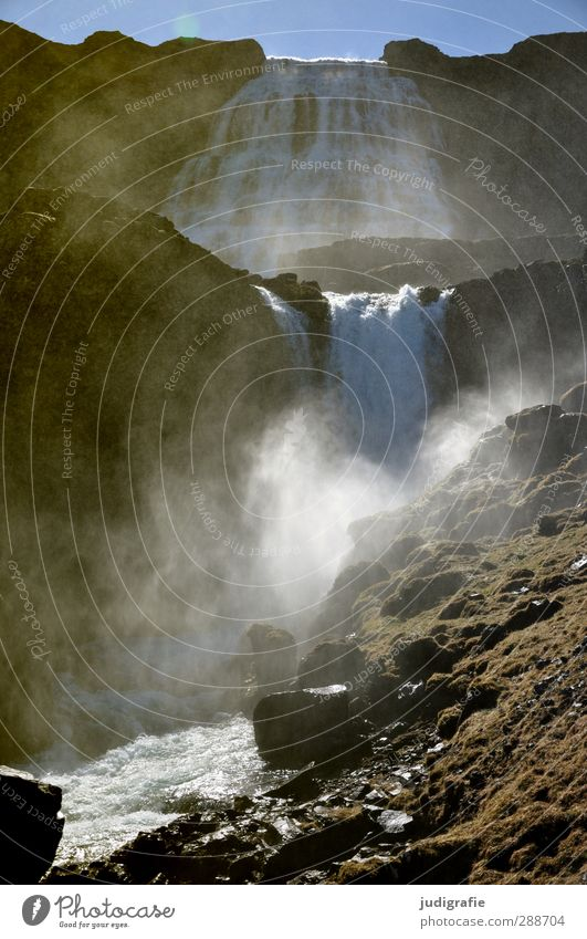 Island Umwelt Natur Landschaft Urelemente Wasser Wassertropfen Wolkenloser Himmel Klima Schönes Wetter Felsen Berge u. Gebirge Wasserfall Dynjandi natürlich