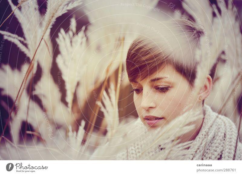 herbstlich Mensch Frau Jugendliche Erholung Gesicht Erwachsene feminin Gefühle Haare & Frisuren Kopf 18-30 Jahre träumen natürlich Zufriedenheit Abenteuer