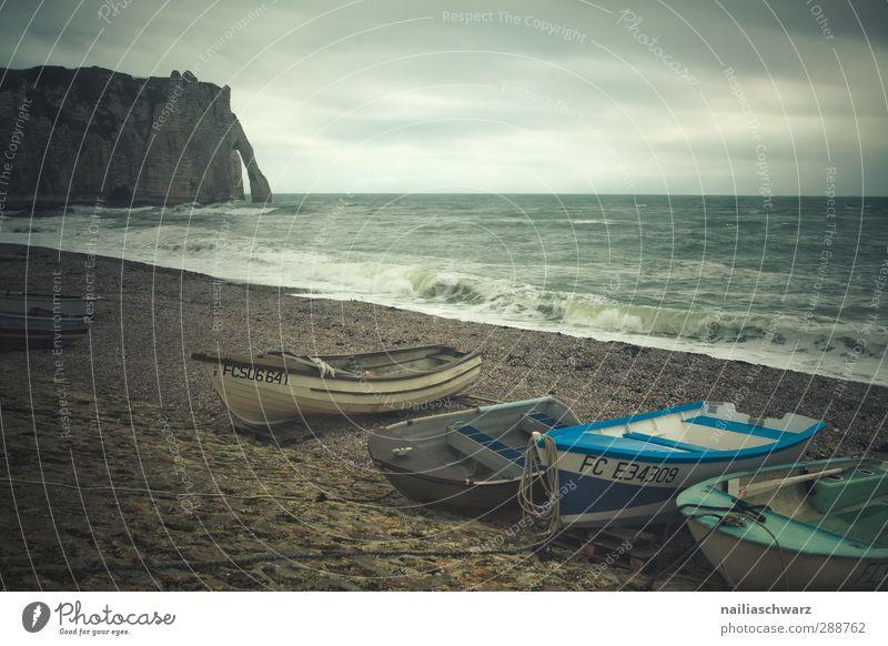 Étretat, Strand Tourismus Meer Natur Wasser Horizont Herbst schlechtes Wetter Felsen Wellen Küste Atlantik Normandie Frankreich Europa Kleinstadt Hafenstadt