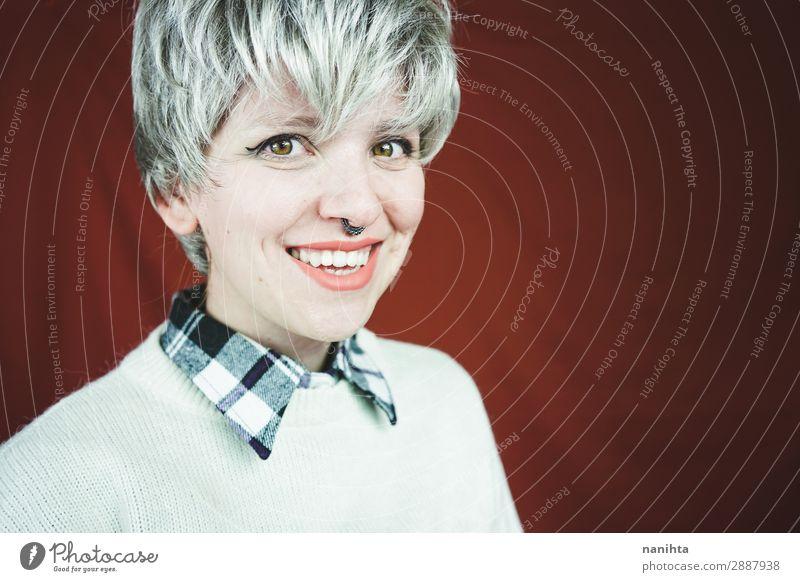 Schöne und glückliche Frau mit grauem Haar Stil Haare & Frisuren Gesicht Erholung Mensch feminin androgyn Erwachsene Jugendliche 1 30-45 Jahre Jugendkultur