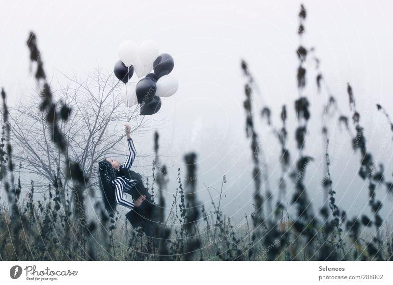 schwarz weiß Mensch feminin Frau Erwachsene 1 Kunst Subkultur Rockabilly Umwelt Natur Landschaft Himmel Horizont Herbst Klima Wetter Nebel Pflanze Gras