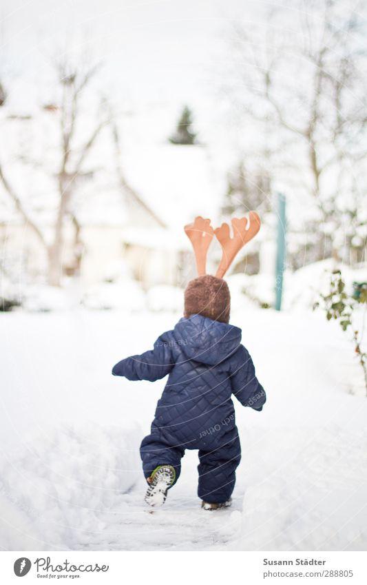 Ren(n)tier Mensch Kind Weihnachten & Advent Winter Schnee Garten hell Körper laufen Hilfsbereitschaft Kleinkind Horn Schneelandschaft Kostüm Rentier Arbeitsanzug